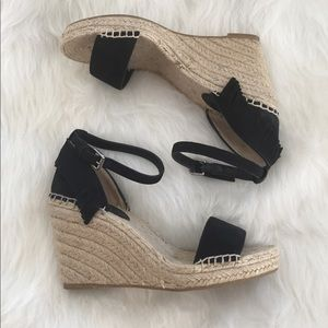 FRYE Lila Feather Wedge